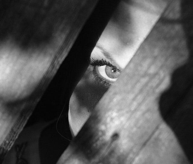 woman-dark-eye-spooky-25757 (1)